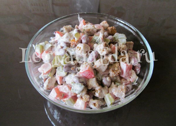 Салат с красной фасоли рецепт очень вкусный и сухариками