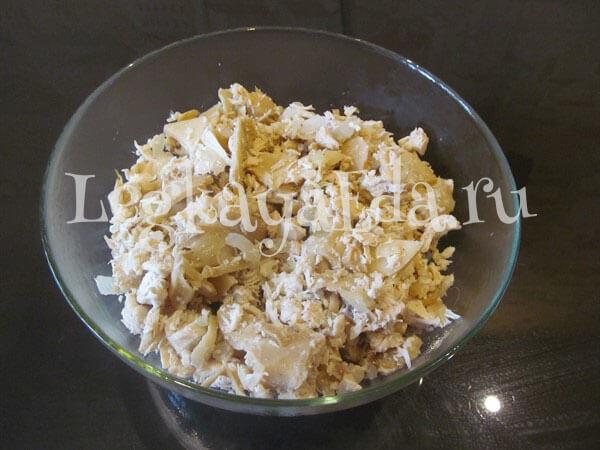 Салат подсолнух с курицей и грибами с фото