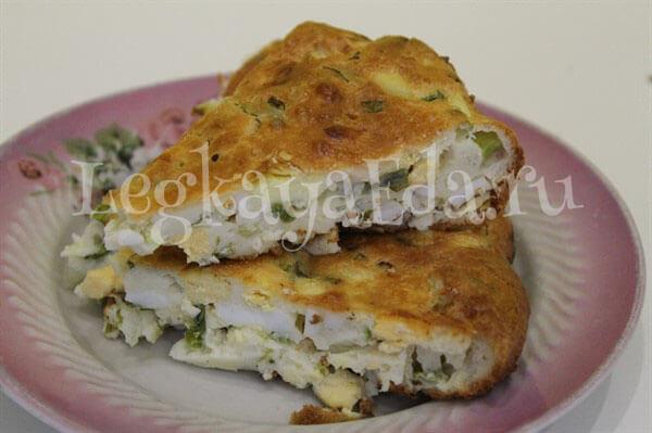 Нежный пирог с яйцами и зеленым луком