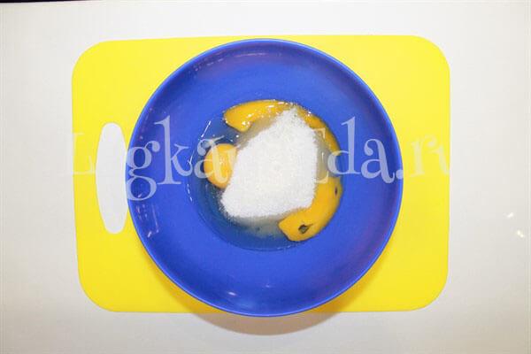 простой пирог с вареньем на скорую руку