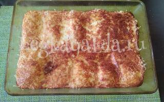 Пышный омлет на кефире в духовке (с батоном и сыром)