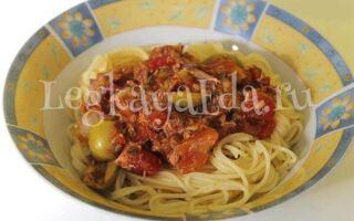 Паста с консервированным тунцом, помидорами и оливками по простому рецепту