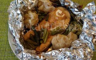 Семга с овощами, запеченная в фольге в духовке так, чтобы она была сочная