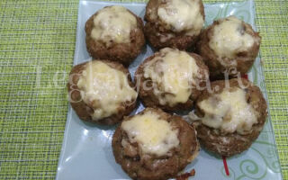 Мясные гнезда из фарша с грибами и сыром в духовке