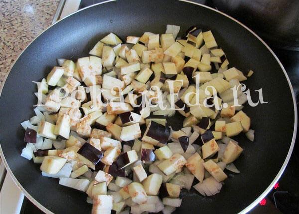как потушить баклажаны с овощами на сковороде