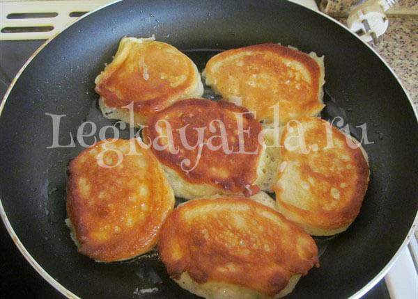 оладушки на кефире пышные рецепт с фото пошагово