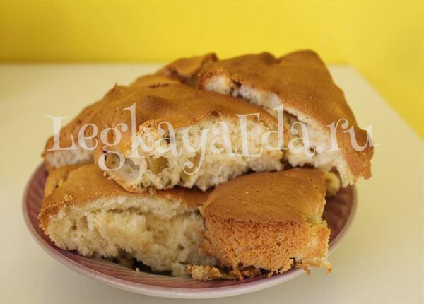 шарлотка с яблоками рецепт в духовке пышная