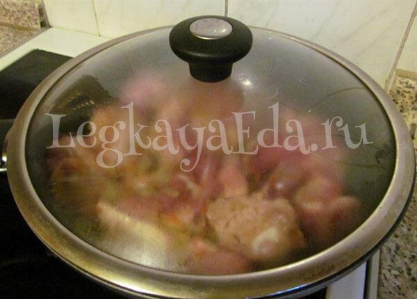 как тушить мясо с картошкой в кастрюле