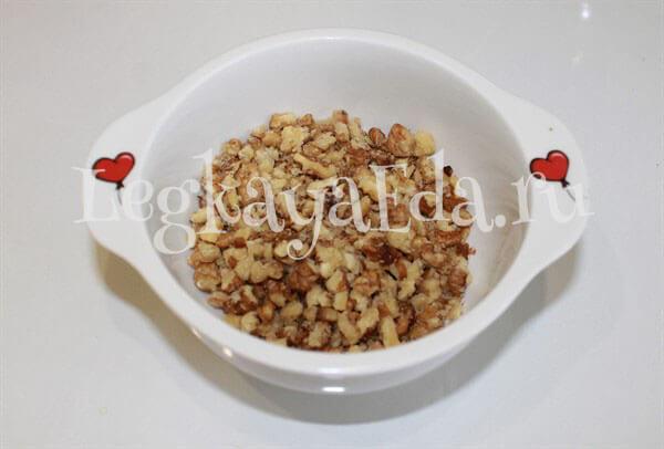рецепт салата гранатовый браслет с курицей и грецкими орехами
