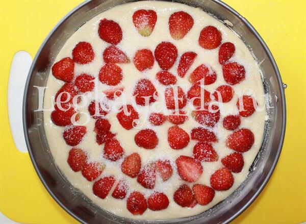пирог со свежей клубникой в духовке