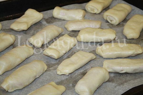 Сосиски в тесте, приготовленные в духовке в домашних условиях