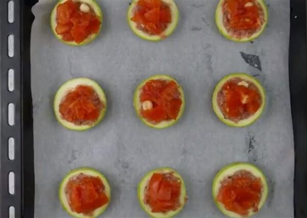 Цукини с помидорами и сыром в духовке