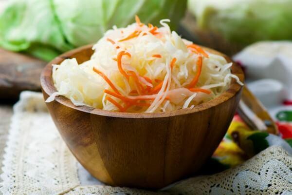 Квашеная молодая капуста с морковью и укропом