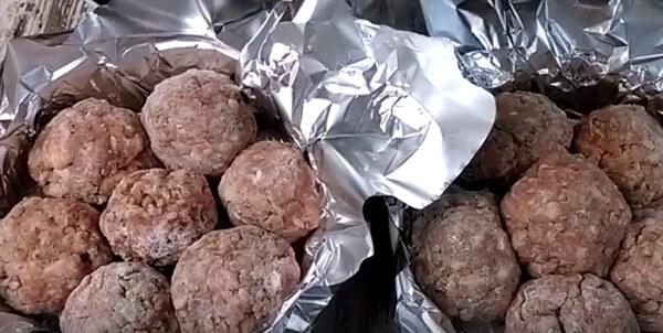 Тефтели в духовке с подливкой – 9 вкусных рецептов