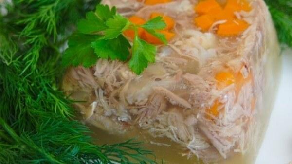 Как готовить холодец из свиных