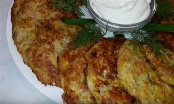 Картофельные драники – простые и вкусные рецепты на сковороде