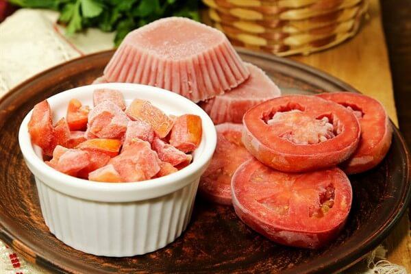 Можно ли замораживать помидоры – черри и другие Как в домашних условиях заморозить свежие помидоры на зиму в морозилке. Как замораживать свежие помидоры впрок самому