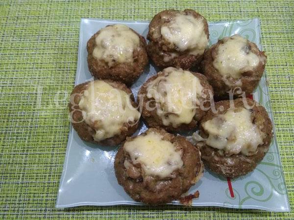 гнёзда с фаршем, грибами и сыром в духовке