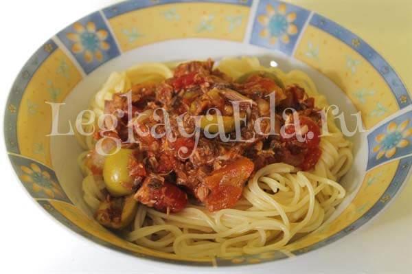 паста с консервированным тунцом и помидорами